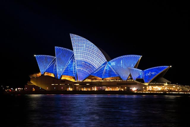 Die Oper von Sydney bei Nacht