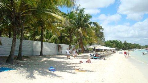 am Strand von Mauritius