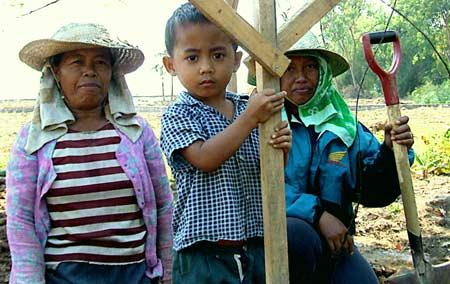 Bauarbeiterinnen beim Hausbau