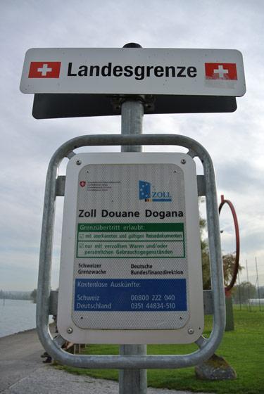 Schild an der Schweizer Grenze