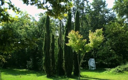 Kurpark mit mediterranen Pflanzen