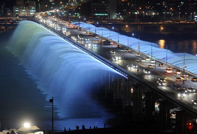 Seoul, Doppelstockbrücke mit Wasserspielen