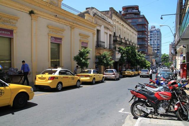 Taxistand in der Hauptstadt Asuncion