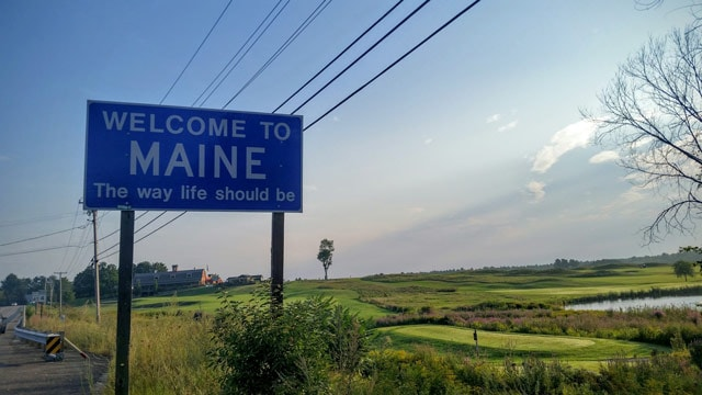 Willkommensschild im Bundesstaat Maine