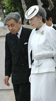 Kaiser Akihito mit Frau