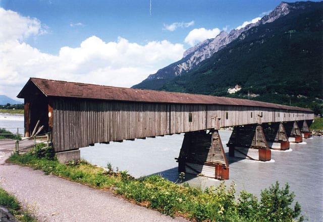 Rheinbrücke in Vaduz, Liechtenstein