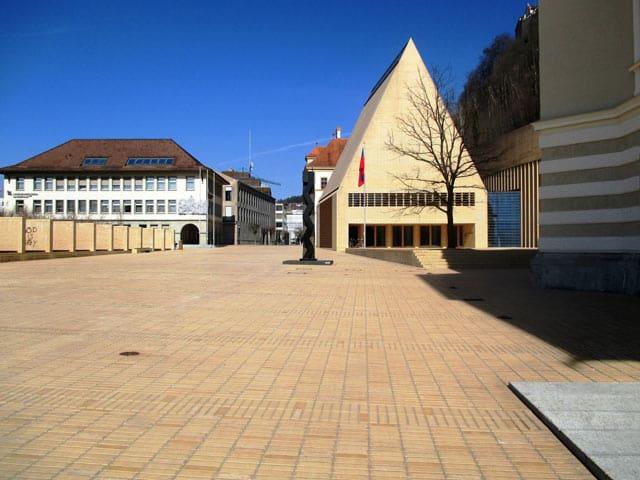 Liechtenstein - Blick auf das Parlamentsgebäude