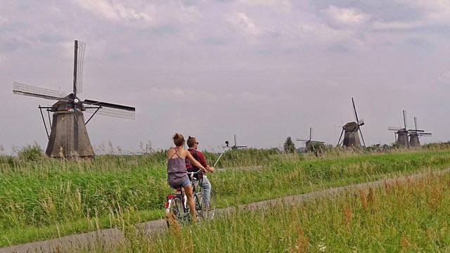 Die weltberühmten Kinderdijk Windmühlen, ein Wahrzeichen Hollands