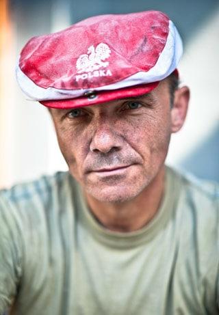 Mann mit Mütze in Nationalfarben