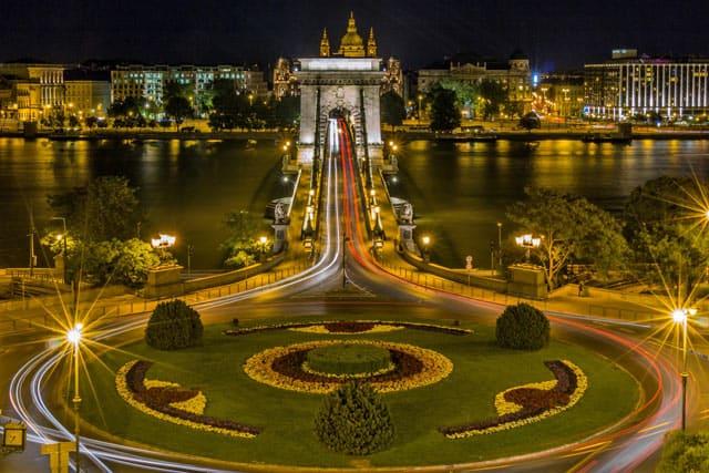 Budapest, Brücke über die Donau bei Nacht