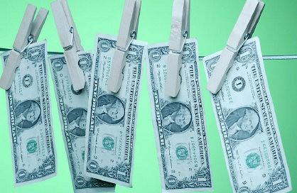 Steuer Rückerstattung - Dollarscheine auf der Wäscheleine