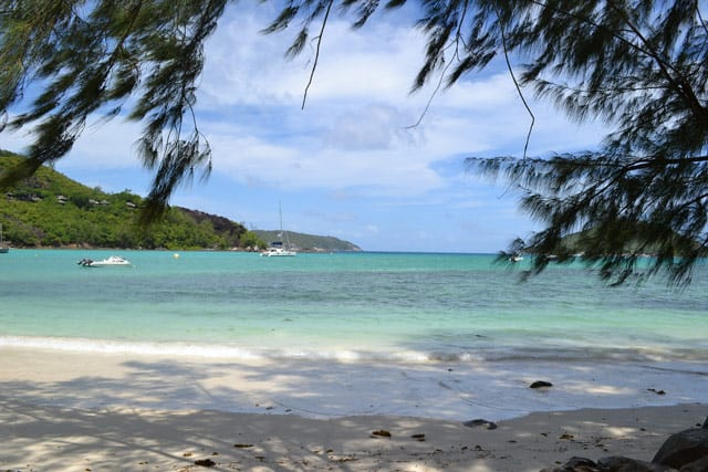 Strand der Insel Mahè, Hauptinsel der Seychellen